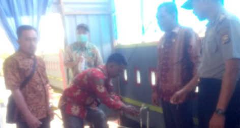 Praktek cuci tangan dengan cairan desinfektan